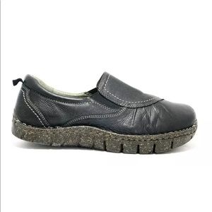 """Earth Women's Black Leather """"Union"""" Slip On Shoes"""